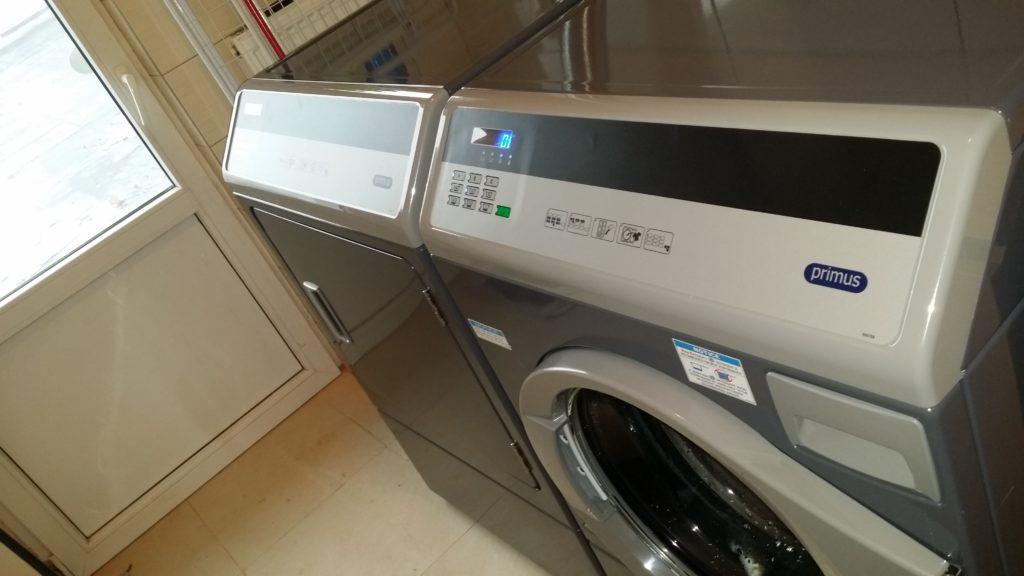 Profesionální pračka pro malý hotel